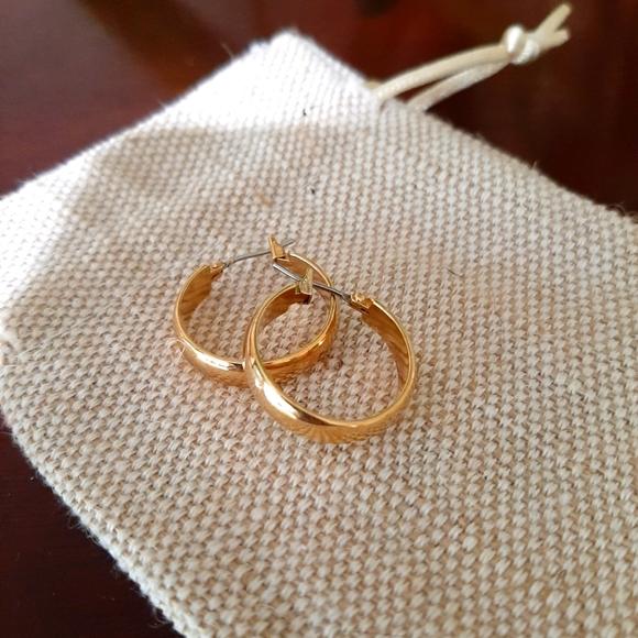 Gold Tone Hoop Earrings ***Free w/ 30$ Purchase *** 🎉🎉🎉